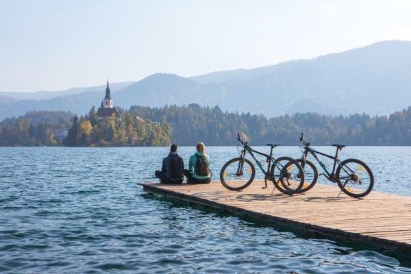 Mit dem Fahrrad am Bleder See (c) Jost Gantar Velika