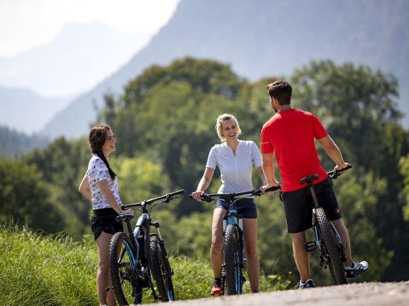 E-Bike Fahrt in Bad Reicheinhall (c) Berchtesgadener Land Tourismus GmbH
