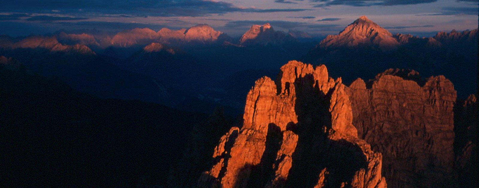 Sonnenuntergang im Sommer in den Dolomiten