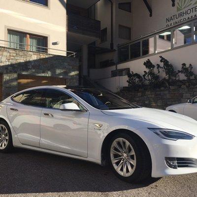 Tesla Model S Hotel Rainer