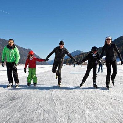 Eislaufen mit der Familie Weissensee