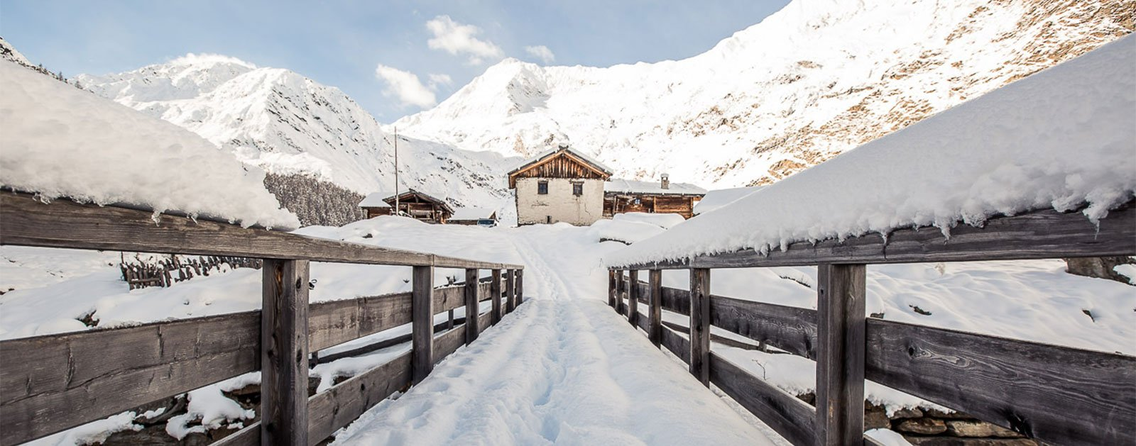 schneebedeckte Brücke
