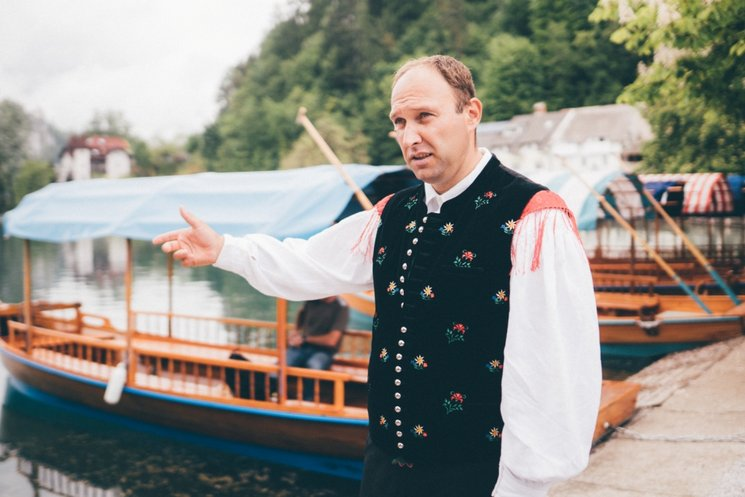 Pletna Boote am See in Bled mit Schiffer