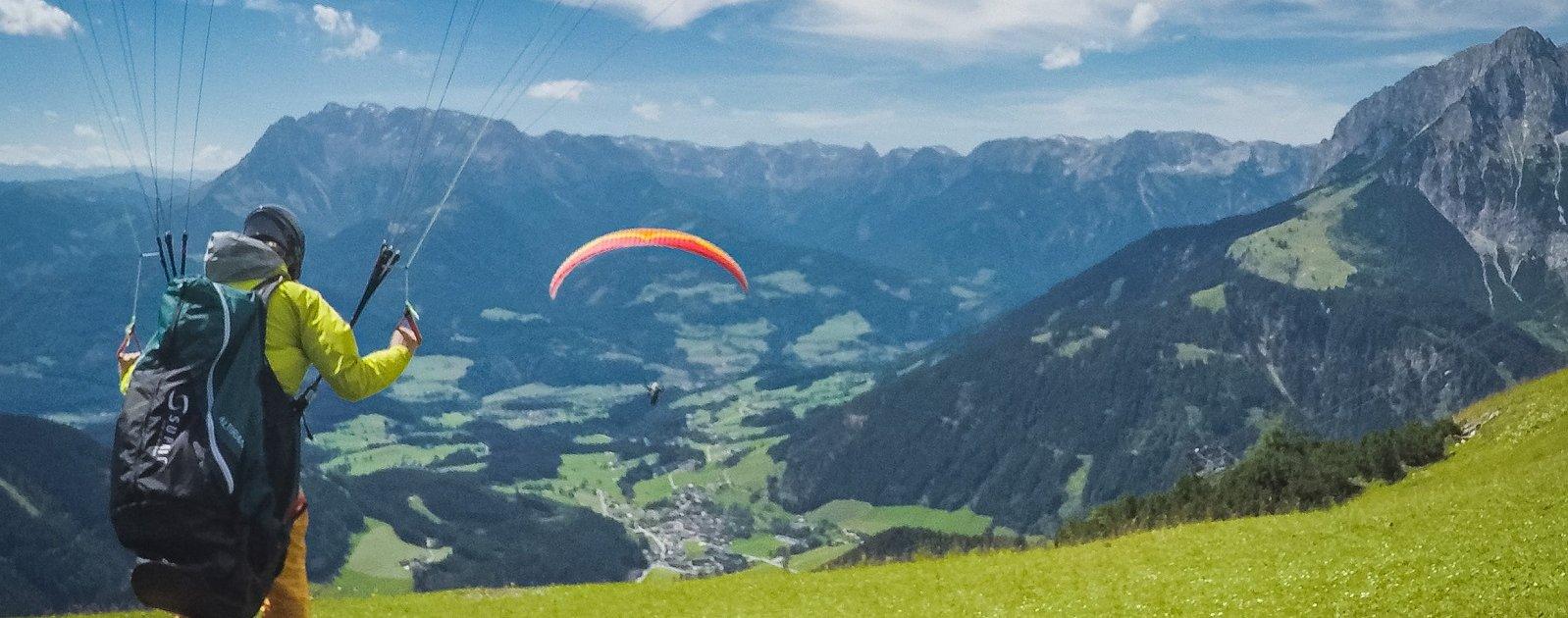 Paraglider auf der Bischlinghoehe Werfenweng