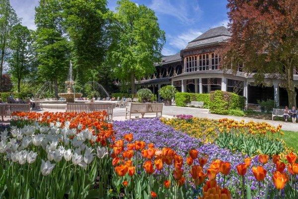Königlicher Kurgarten mit Gradierhaus