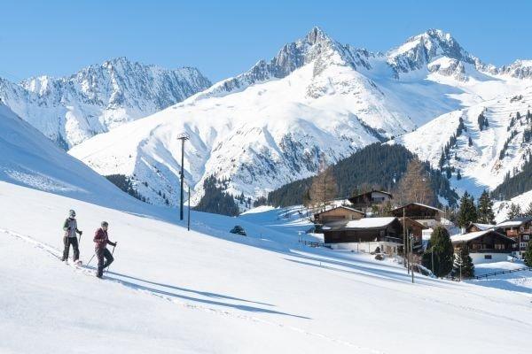 Schneeschuhwanderung in Disentis (c) Sedrun Disentis Tourismus SA