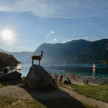 Mitsommernachtsfest am See von Bohinj