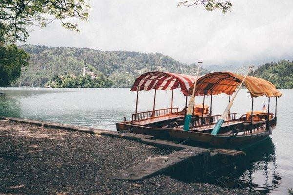 Pletna Boote auf dem Bleder See