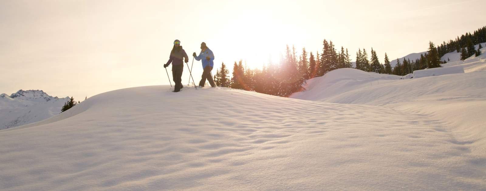 Schneeschuhwanderung Abendsonne Disentis