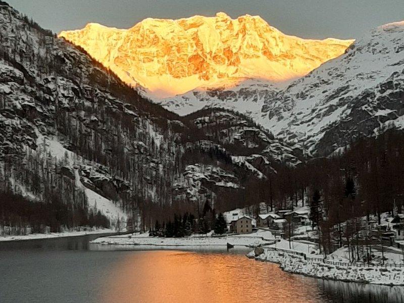 See Ceresole Reale mit Abendlicht