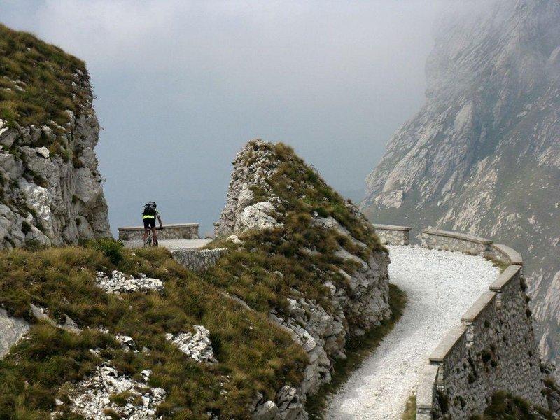 Mountainbiker auf der Via del sale