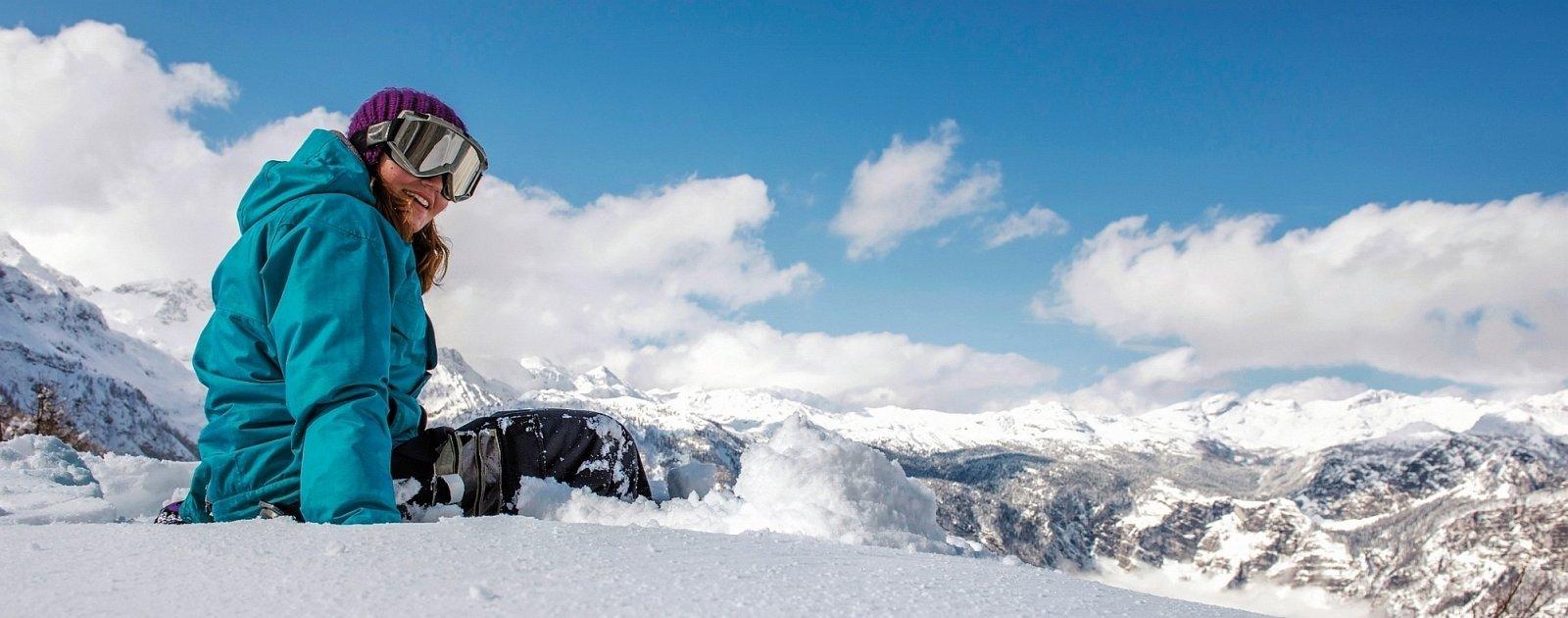 Snowboarderin im Naturschneegebiet Vogel