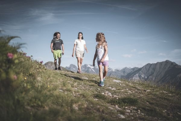 Familienwanderung Eisacktal (c) Ratschings Tourismus/Manuel Kottersteger