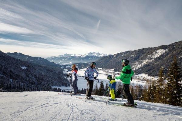 Skifahren mit Familie am Weissense (c) Weissensee Tourismus