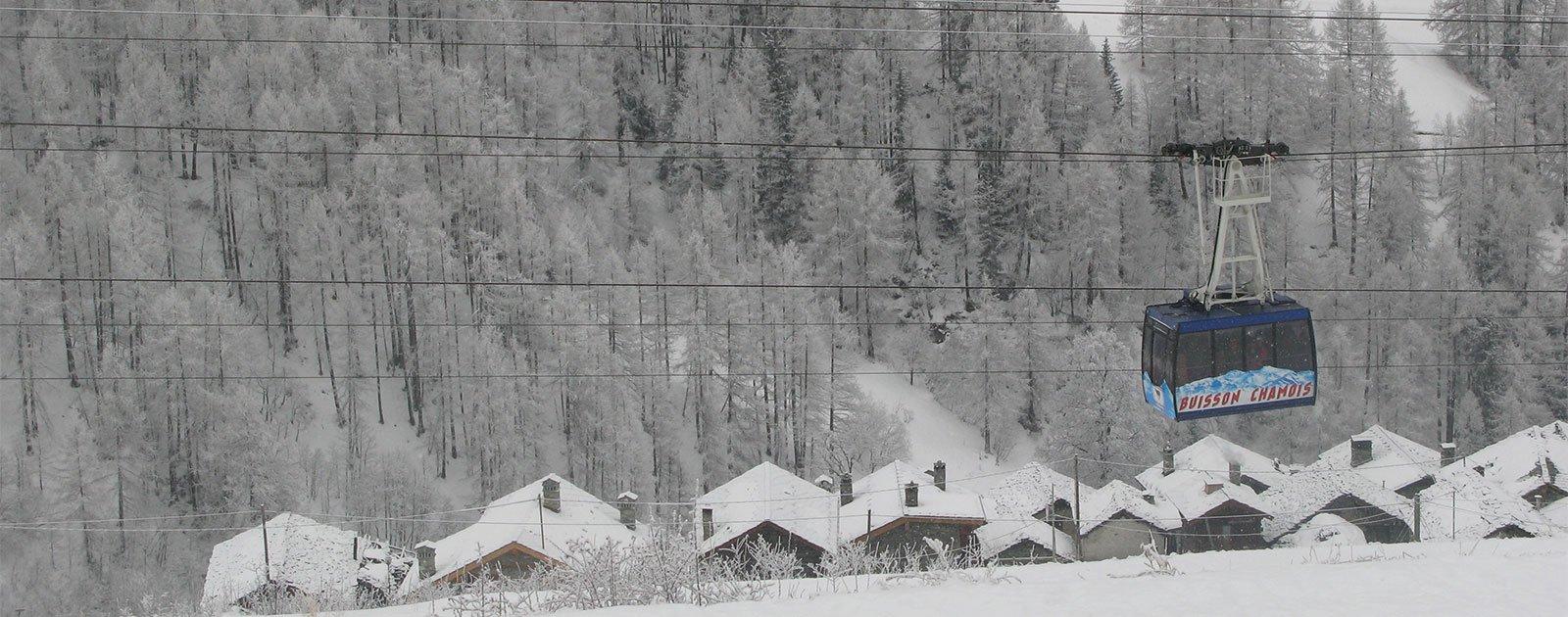 Seilbahn im winterlichen Chamois