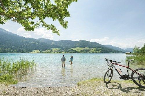 Mountainbike am Ufer des Weissensees