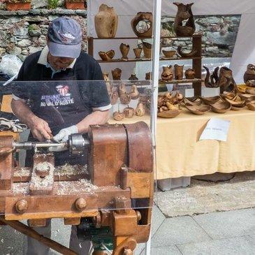 Artigiani in piazza Chamois