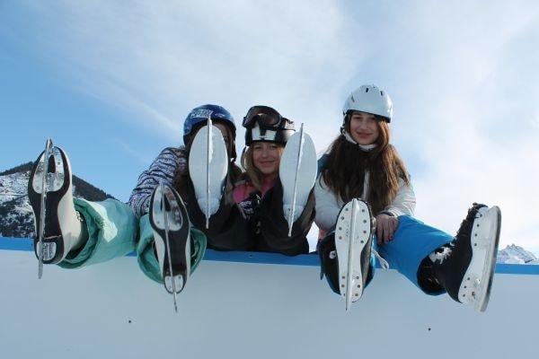 Schlittschuhlaufen Eisfeld Sedrun