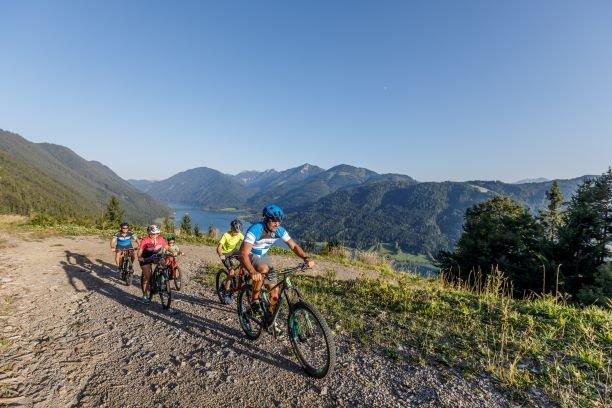 Mountainbiken oberhalb des Weissensees